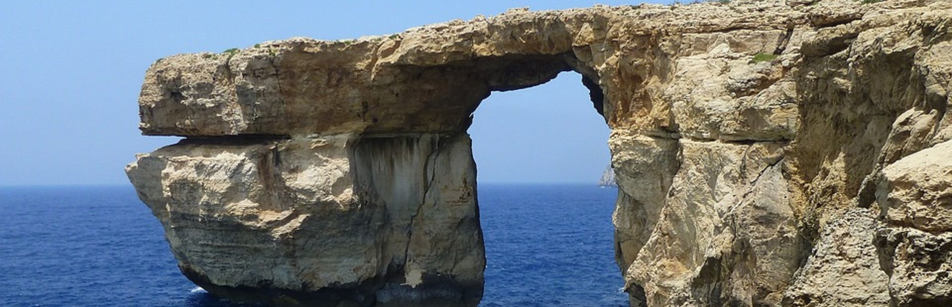 azure-window-2715329_960_720
